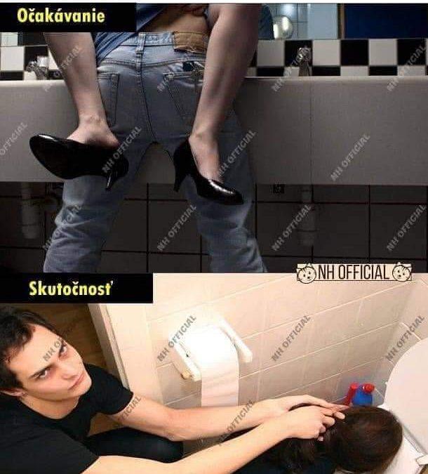 S holkou na záchodě