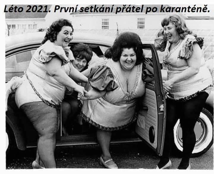 Setkání přátel po karanténě v létě 2021